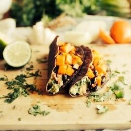 アウトドアでの食事は、作る過程にこそ楽しみがなくちゃ。アウトドアライフをもっと楽しく。by TOOLBOX